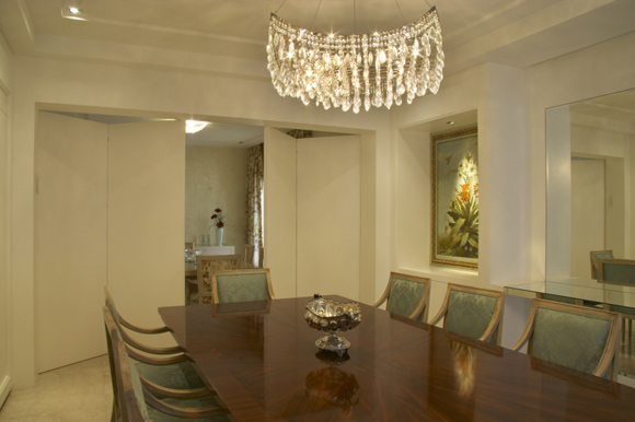 Porta integra a sala de jantar com sala de almoço