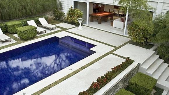 Fotos de casas com piscina e jardim 84