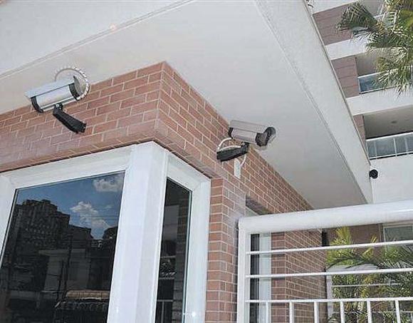 Contrate uma empresa especializada ou equipe residência com itens de segurança