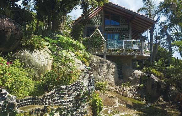 Casa Arte, feita por uma artista uruguaio, na Prala Brava, em Santa Catarina (Foto: Humberto Medeiros)