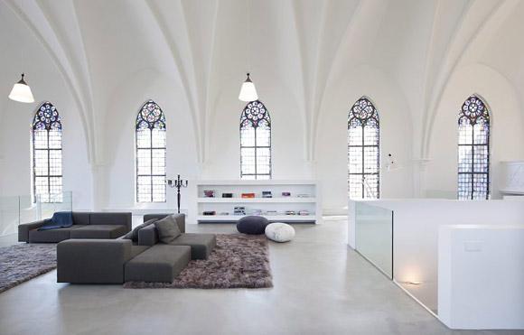 A igrejinha em Utretch transformada em casa pelo escritório holandês Zecc Architecten