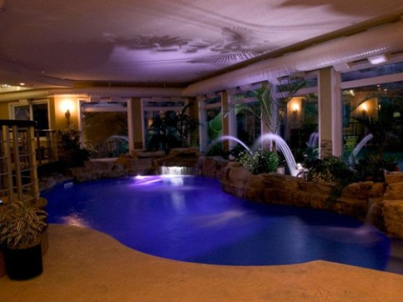 Conhe a as 10 piscinas mais incr veis do mundo zap em casa for Piscinas dentro de casa