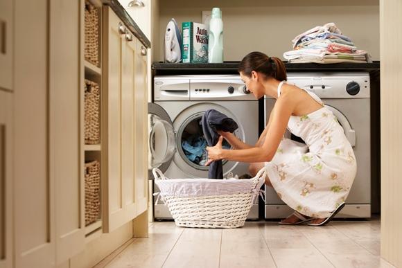 Ideal é colocar a maior quantidade de roupas possível na máquina de secar (Fotos: Thinkstock)