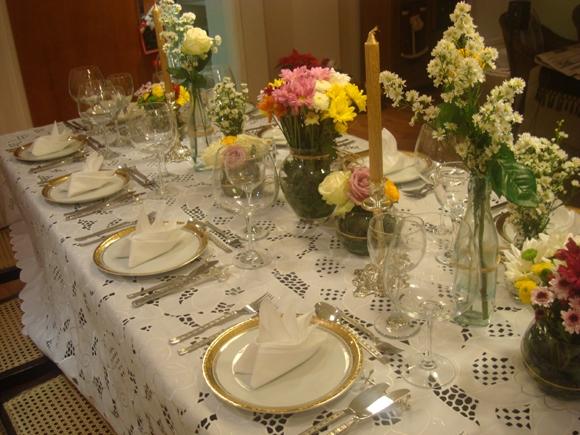Arrume a mesa perfeita para um jantar em casa ZAP em Casa -> Como Decorar Mesa De Jantar Para Casamento