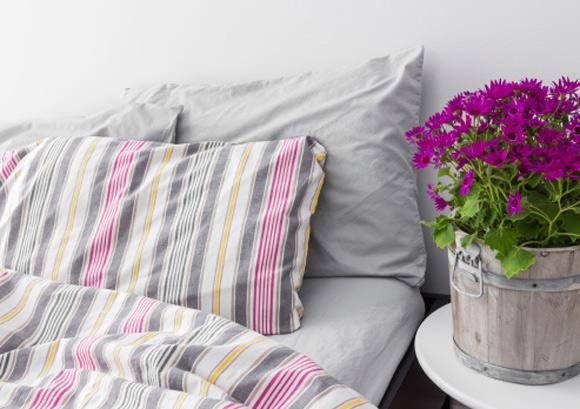 decoração com flores no quarto do casal