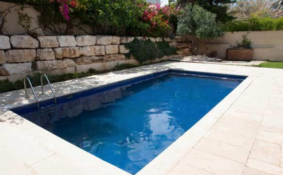 Saiba como evitar acidentes em piscinas com ralos for Fotos de piscinas infinity