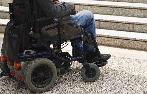 Piso antiderrapante é a melhor opção para locomoção dos cadeirantes (Foto: Thinkstock)