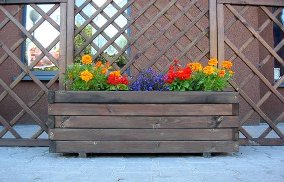 De forma econômica, flores podem ser acomodados em caixotes