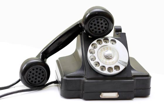Telefone: solicite a transferência da linha, ou um novo número, à empresa de telefonia de sua preferência. Eles fazem a ligação até a caixa do prédio