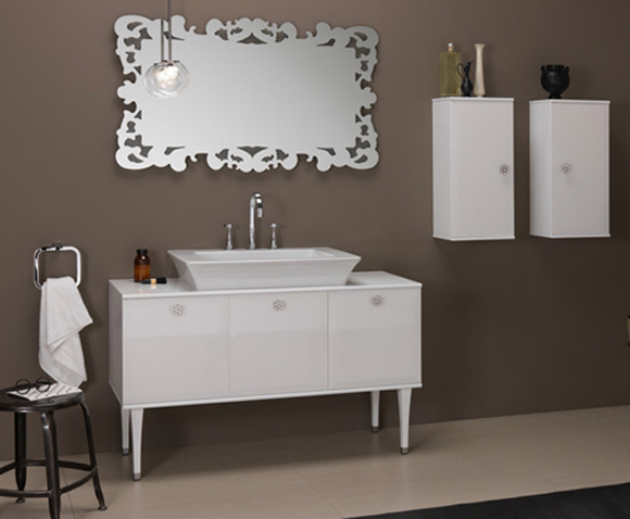 Muebles Para Baño Laqueados:Lavabo foi decorado com móvel em laca branca brilhante