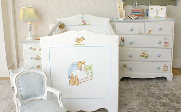 Kate Middleton dispensou a pompa e o luxo dos quartos de bebês reais tradicionais para dar ares lúdicos ao quarto do pequeno George (Foto: Reprodução- Hello Magazine)