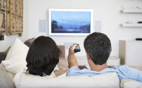 Altura da TV deve estar na mesma altura dos seus olhos (Fotos: Shutterstock)