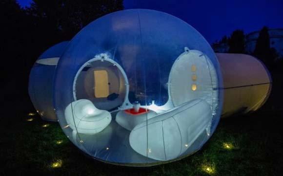 Foto de uma casa de bolha com um quartos e uma sala de estar (Fotos: Reprodução/Daily Mail)