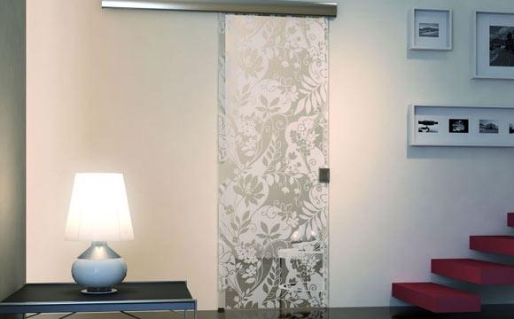 Saiba aproveitar as portas de vidro na decora o da casa for Adesivos p porta de vidro
