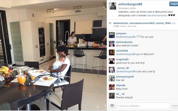 Cozinha do meia Willian, do Chelsea, é ampla e possui uma bela mesa. Jogador vive hoje em Londres, na Inglaterra