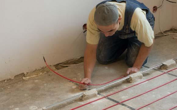 Sistema de aquecimento é instalado abaixo do contra piso e é revestido com silicone para evitar choques (Foto: Shutterstock)