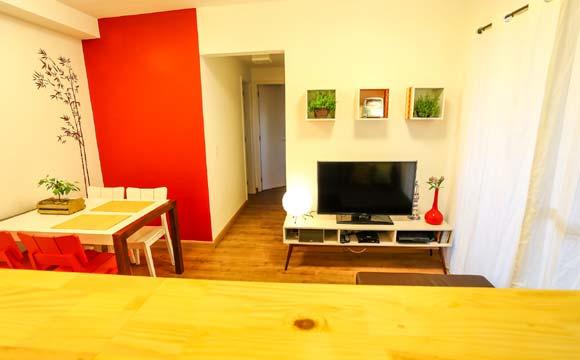 Em ambientes pequenos vale apostar em cores leves e deixar os detalhes para aplicar o colorido, como em um pequena parede