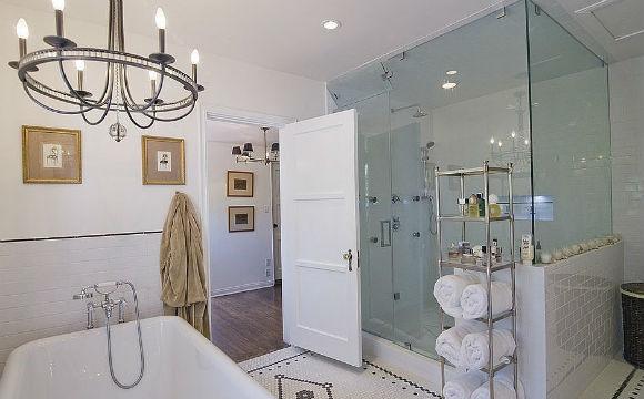 A atriz Liv Tyler já não chama mais essa propriedade, em Los Angeles, de casa. Mas seu banheiro incrível vai ficar em sua memória (Foto: Reprodução/The Agency)