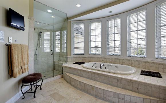 Celebridades investem muito dinheiro para deixar o banheiro confortável (Foto: Shutterstock)