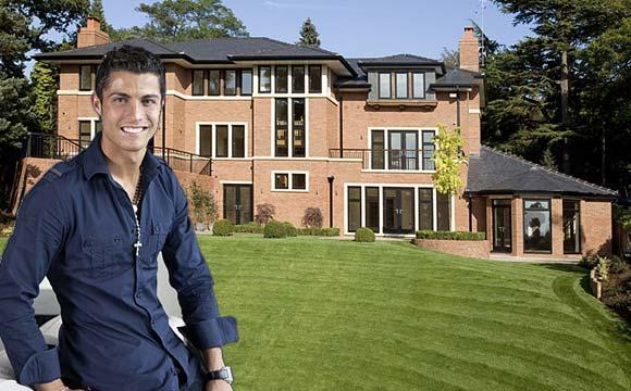 Cristiano Ronaldo mora na Espanha, mas sempre está na Inglaterra, já que morou por muitos anos na terra da rainha (Fotos: Reprodução/Iam Architect)