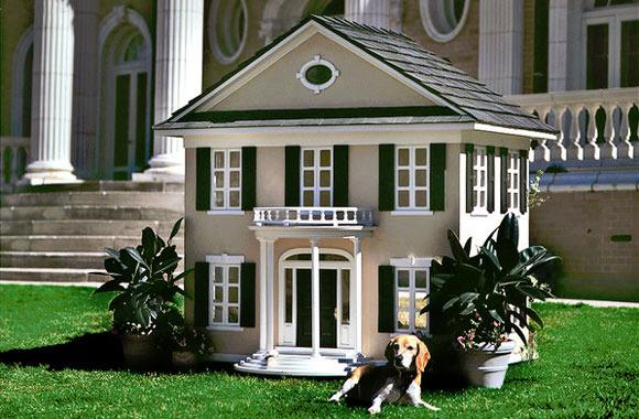 Feita sob medida, a casa do cachorro é uma cópia fiel do lar da família (Foto: Reprodução - The New York Times)