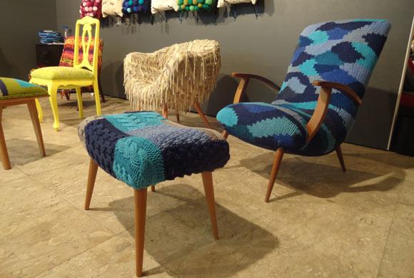 Poltrona e mesa de centro feitas em crochê