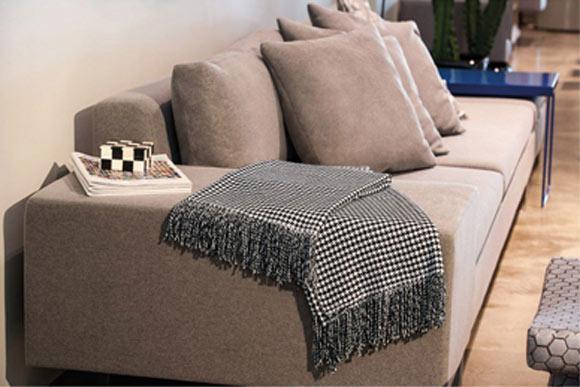 Saiba quais estampas est o em alta na decora o for Manta no sofa como usar