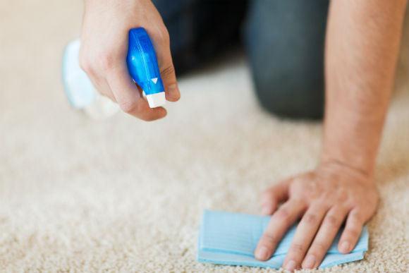 Misturas simples, feitas em casa, podem ajudar a manter a beleza da tapeçaria