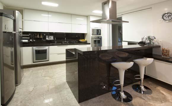 Cozinha americana une dosi ambientes, geralmente a cozinha e a sala (Foto: Divulgação)