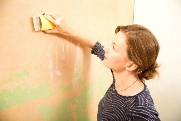 Lixar a parede é importante para eliminar as imperfeições
