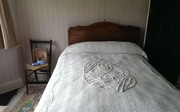 Esta é a antiga cama de John Lennon