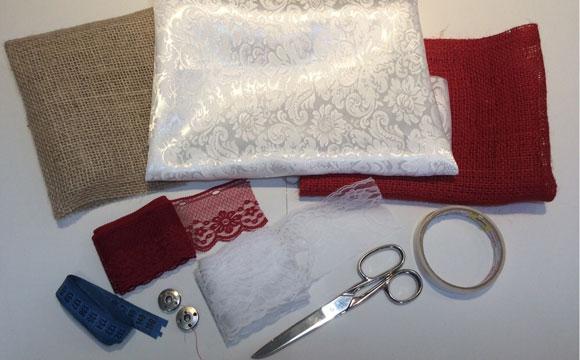 Recorte a estopa (ou tecido) com 54 centímetros de comprimento e 39 cm de altura
