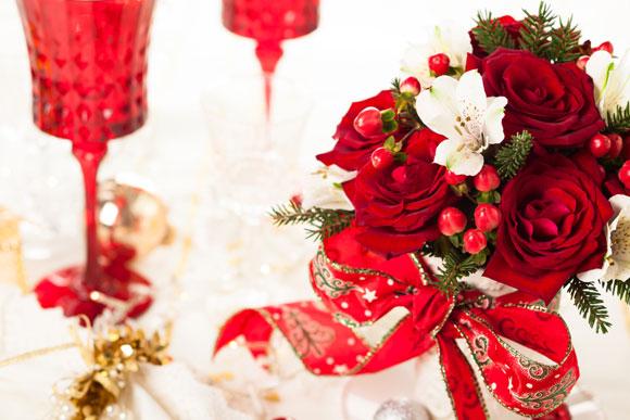 Clássicas e charmosas, rosas vermelhas são boas pedidas para a decoração de Natal (Fotos: Shutterstock)
