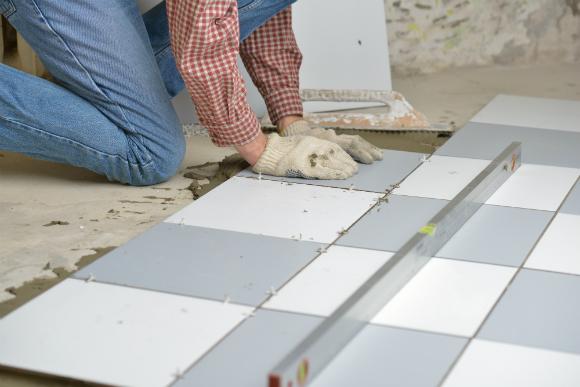 Altura do contrapiso deve ser medida de acordo com o piso que será instalado e com as portas