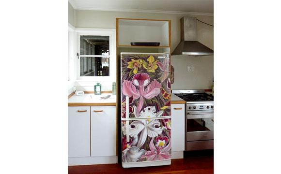Levou a antiga geladeira para a casa de praia? renove o visual do eletrodom�stico com aplica��o de adesivo (Foto: Reprodu��o ? Interior Stickers)