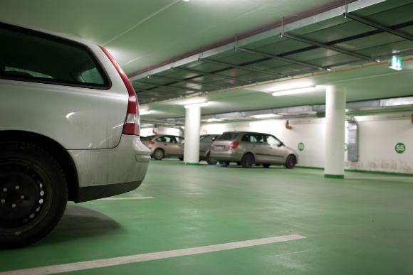 O tema garagem é um dos que mais provoca conflitos entre moradores de um prédio (Fotos: Shutterstock)