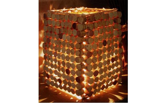 Decoração com rolhas na luminária