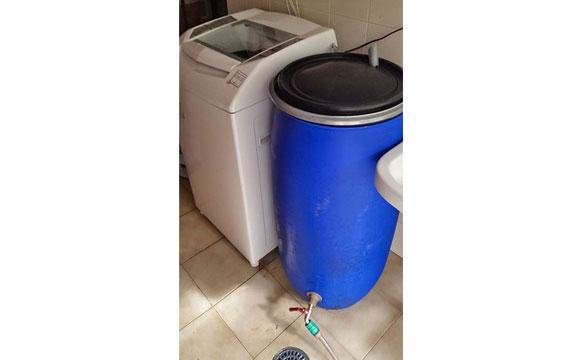 Tambor armazena água da máquina de lavra