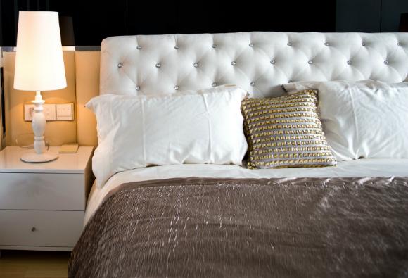 Deixe um espaço entre a cama e a parede para circulação