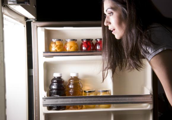 Ficar com a porta da geladeira aberta
