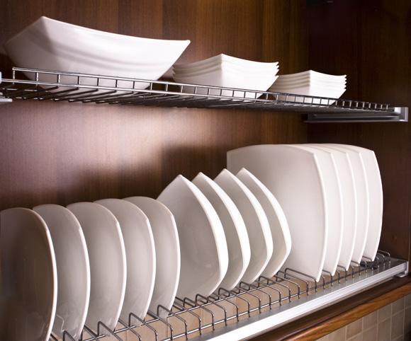 pratos em armários