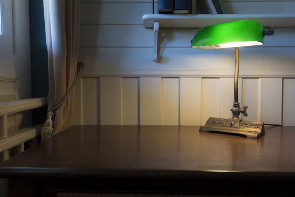 Este modelo de luminária proporciona iluminação suave sobre a bancada
