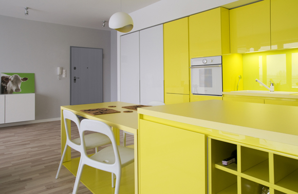 decoração amarela com móveis
