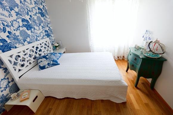 decoração de quarto pequeno com papel de parede
