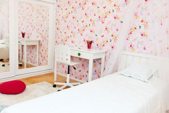 decoração de quarto pequeno com espelho