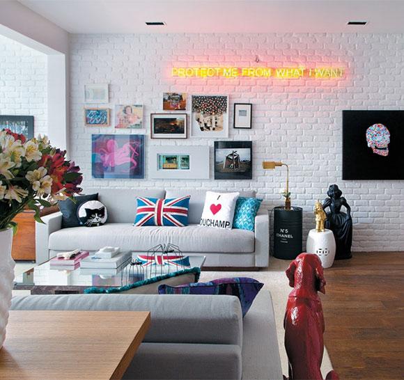 Letreiro neon  também dar um ar retrô à decoração dos ambientes (Foto: Divulgação)