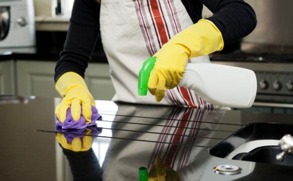 Dicas rápidas de organização das tarefas facilitam a limpeza dos cômodos (Foto: ShutterStock)