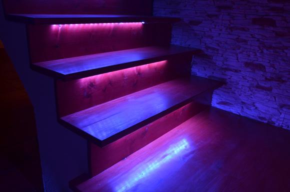 Escada com iluminação