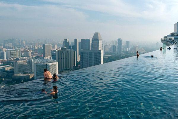 Derreta-se com 15 fotos de piscinas com borda infinita