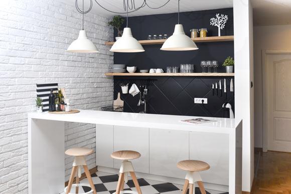 Em dias de festas, a cozinha americana torna-se um espaço importante para acomodar os convidados (Foto: Shutterstock)